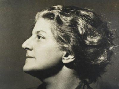 Side profile of Gerty Simon