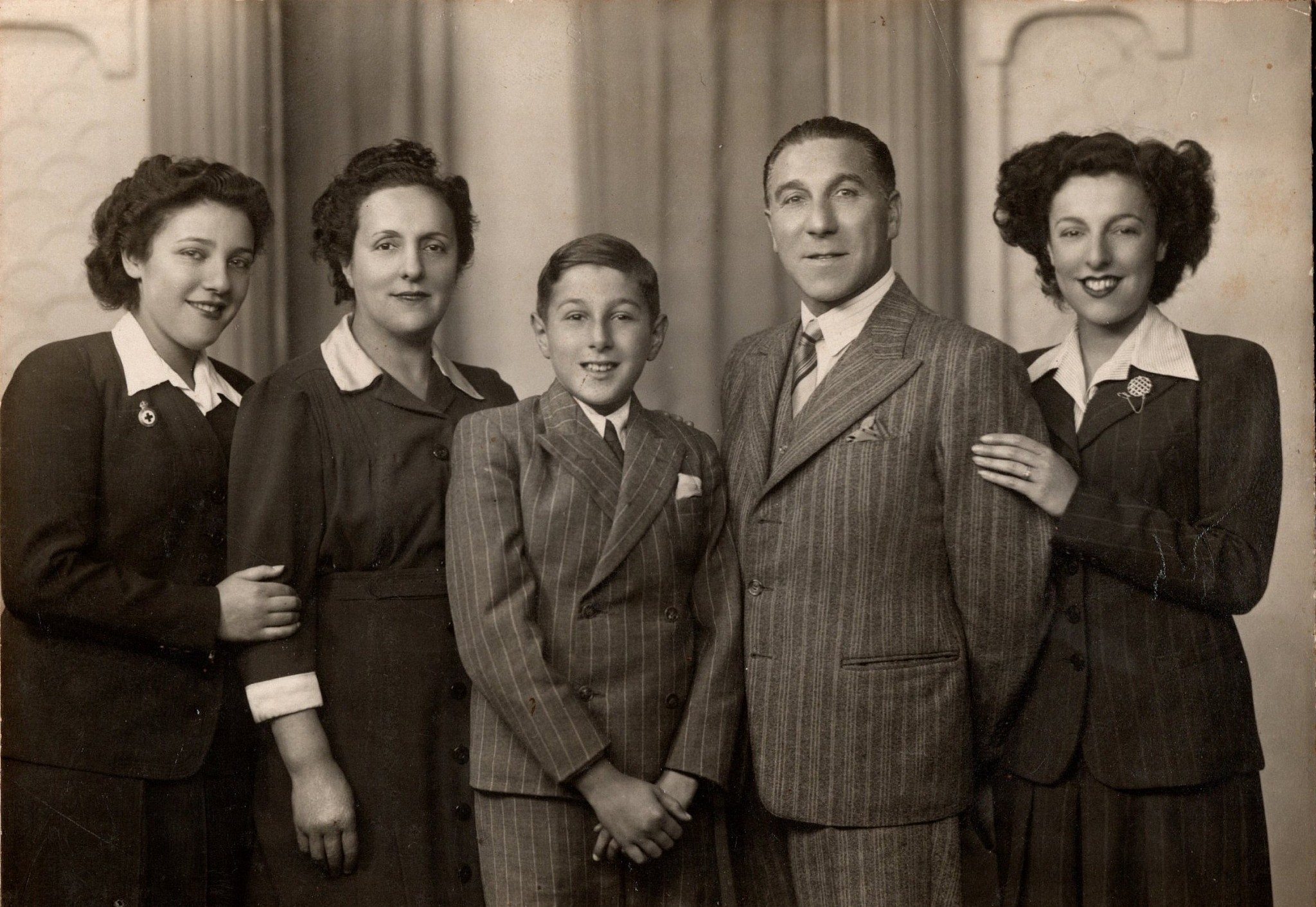 The Makofski family - three women with one man and one child