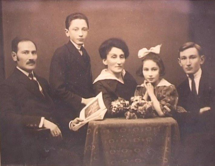 Natalie Huss-Smickler at 7 years with her father, younger brother, her mother and her older brother, 1919