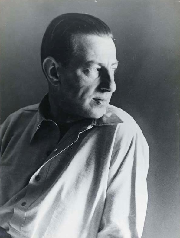 Paul Nash (1889-1946), surrealist painter and war artist. Photographer, writer and designer. Key figure in the modernist movement in Britain. London, c.1934-1935).