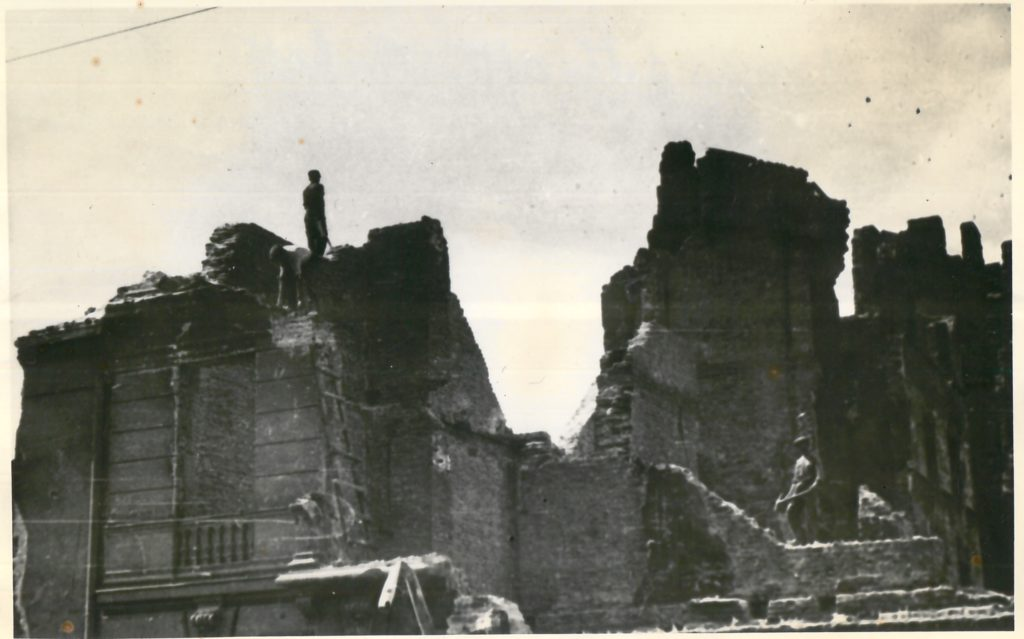 Black and white photograph of the ruins of the Warsaw Ghetto, 1944