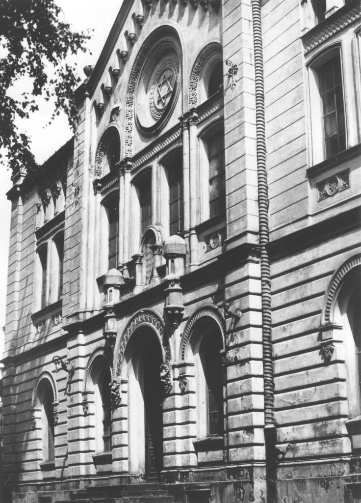Black and white photograph of a building in Warsaw during the Second World War